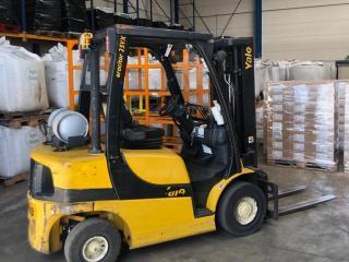 forklift truck in warehouse looze transport